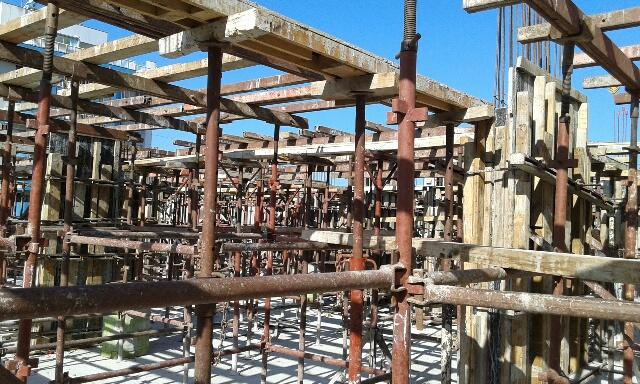 Montagem dos Pilares e Torre da Laje do 8º Tipo 24/04/15