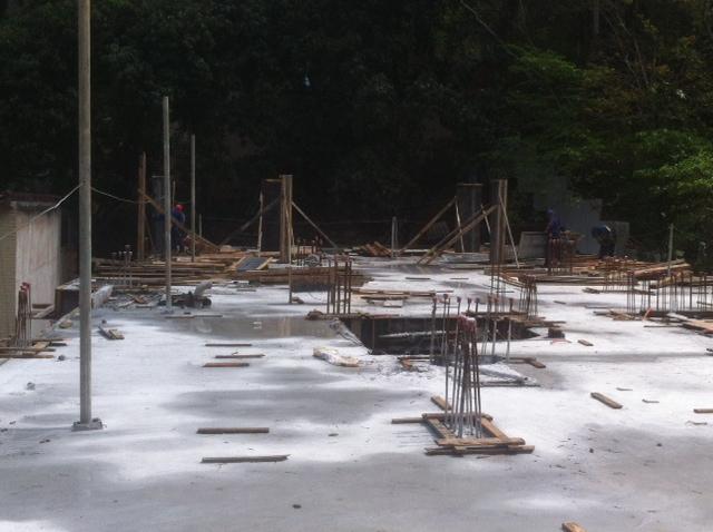 Locação e montagem dos pilares do teto do 2º pavimento tipo - Bloco 01 Set/16