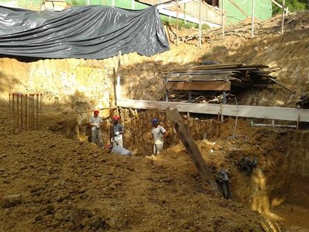 Escavação Sapatas - Fundação Bloco 2 - Março/2015