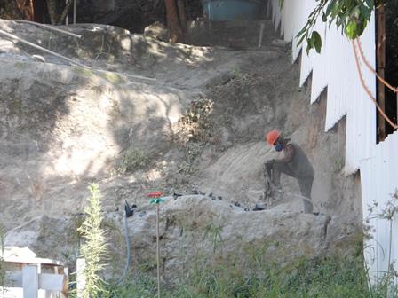 Desmonte de Rocha Fundos da Obra - Janeiro/2015