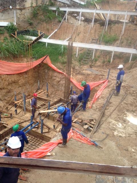 Execução da Fundação - Forma e Armação das Sapatas do Bloco 02 - Março/2015