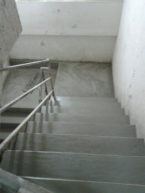 Cimentado liso das escadas