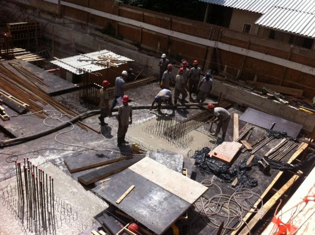 Concretagem dos pilares e capiteis da laje do piso do semi-enterrado 01/09/14